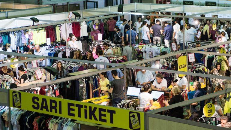 Vatandaş indirimli alışveriş için CNR EXPO'ya akın ediyor