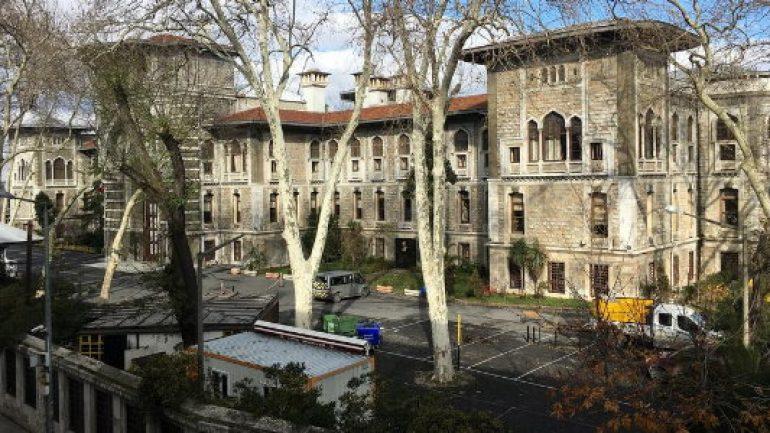 İstanbul Lisesi'ndeki 'Noel yasağı' Almanları kızdırdı!