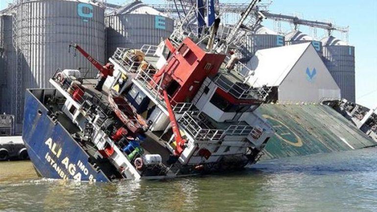 Bandırma'da gemi yan yattı, yaralılar var