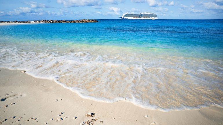 Yılbaşını sıcacık Karayiplerde denize girerek kutlayın