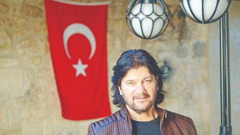 Ahmet Şafak hem okudu hem yazdı